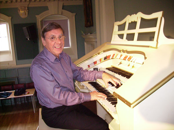 John Mann playing the Allen Theatre Organ at Henley Town Hall for the recording.