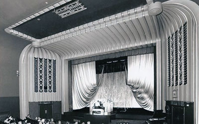 The auditorium with organ at the old Regal Cinema that used to be located in Bell Street , Henley.